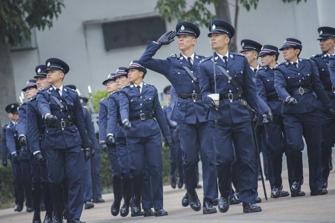 Sợ lệnh trừng phạt, cảnh sát Hồng Kông chuyển qua dùng ngân hàng Trung Quốc - Ảnh 1.