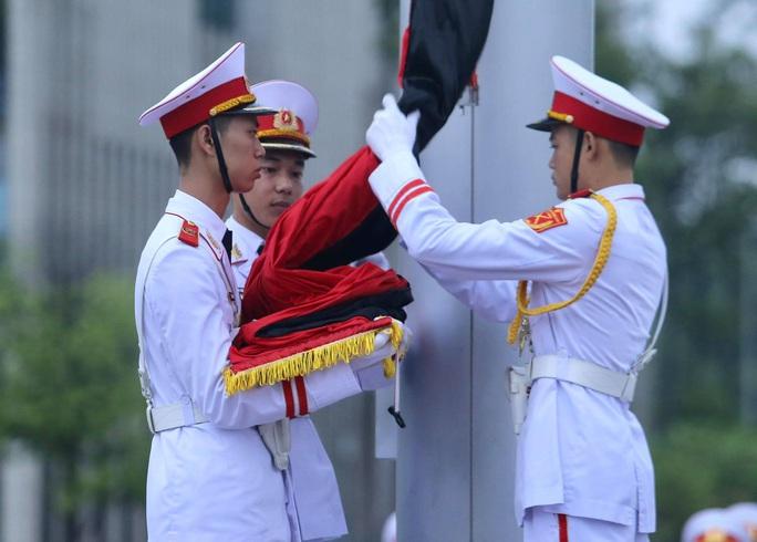 Toàn cảnh Lễ treo cờ rủ Quốc tang nguyên Tổng Bí thư Lê Khả Phiêu - Ảnh 18.