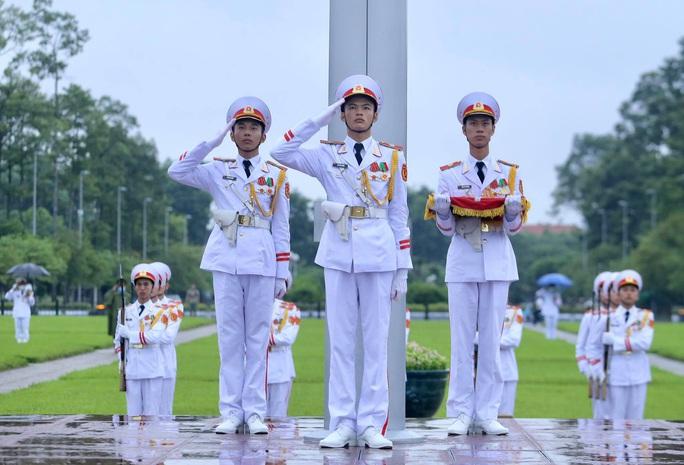 Toàn cảnh Lễ treo cờ rủ Quốc tang nguyên Tổng Bí thư Lê Khả Phiêu - Ảnh 22.