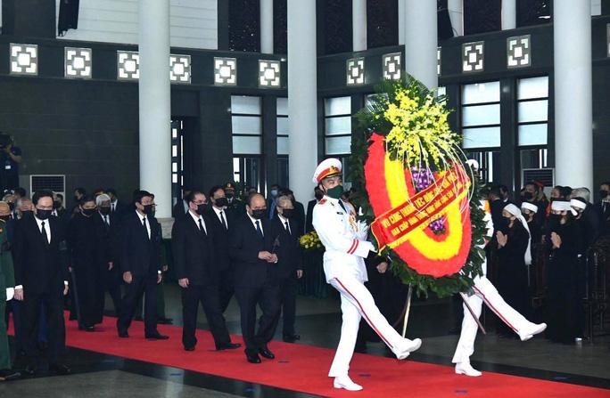 Thủ tướng Nguyễn Xuân Phúc, Chủ tịch QH Nguyễn Thị Kim Ngân viếng nguyên Tổng Bí thư Lê Khả Phiêu - Ảnh 20.