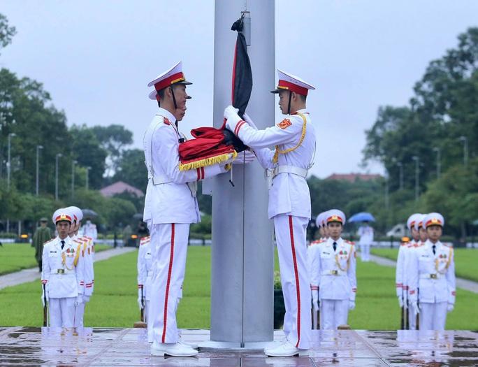 Toàn cảnh Lễ treo cờ rủ Quốc tang nguyên Tổng Bí thư Lê Khả Phiêu - Ảnh 14.