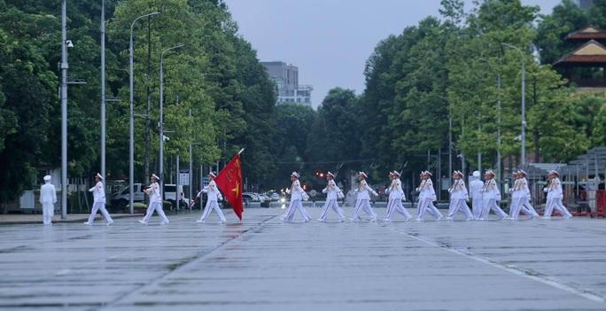 Toàn cảnh Lễ treo cờ rủ Quốc tang nguyên Tổng Bí thư Lê Khả Phiêu - Ảnh 4.