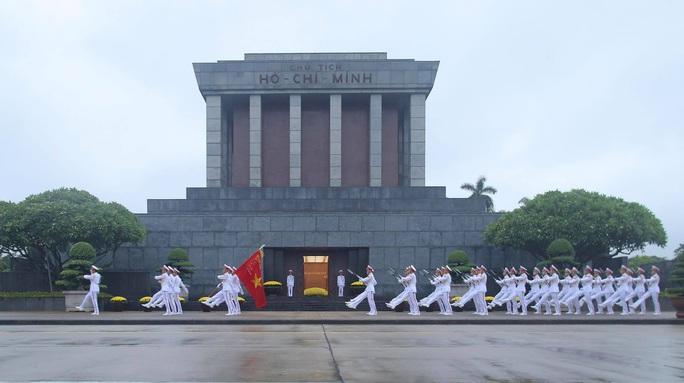 Toàn cảnh Lễ treo cờ rủ Quốc tang nguyên Tổng Bí thư Lê Khả Phiêu - Ảnh 29.