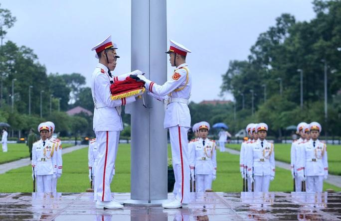 Toàn cảnh Lễ treo cờ rủ Quốc tang nguyên Tổng Bí thư Lê Khả Phiêu - Ảnh 13.