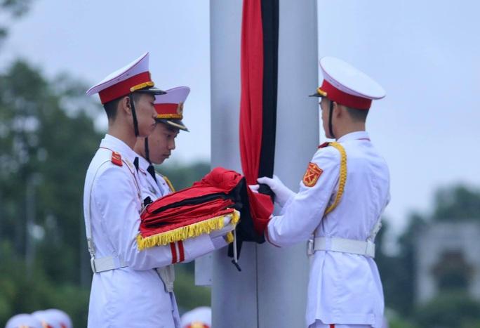Toàn cảnh Lễ treo cờ rủ Quốc tang nguyên Tổng Bí thư Lê Khả Phiêu - Ảnh 17.
