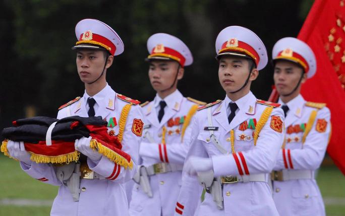 Toàn cảnh Lễ treo cờ rủ Quốc tang nguyên Tổng Bí thư Lê Khả Phiêu - Ảnh 7.