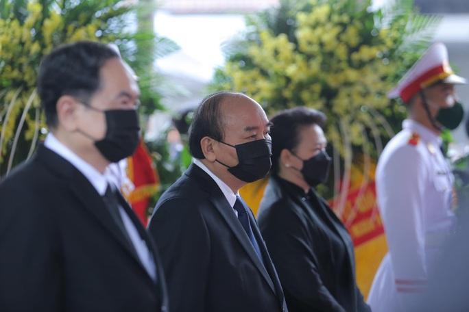 Thủ tướng Nguyễn Xuân Phúc, Chủ tịch QH Nguyễn Thị Kim Ngân viếng nguyên Tổng Bí thư Lê Khả Phiêu - Ảnh 9.