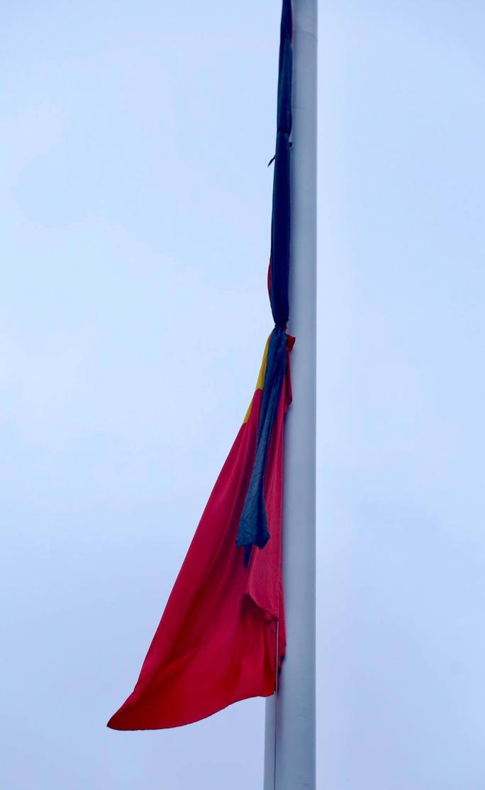 Toàn cảnh Lễ treo cờ rủ Quốc tang nguyên Tổng Bí thư Lê Khả Phiêu - Ảnh 31.