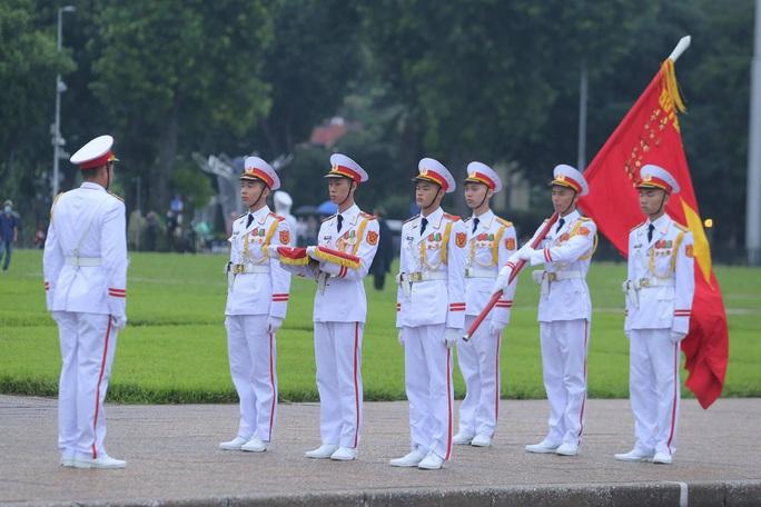 Toàn cảnh Lễ treo cờ rủ Quốc tang nguyên Tổng Bí thư Lê Khả Phiêu - Ảnh 25.