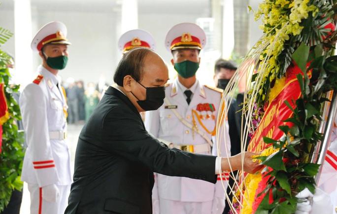 Thủ tướng Nguyễn Xuân Phúc, Chủ tịch QH Nguyễn Thị Kim Ngân viếng nguyên Tổng Bí thư Lê Khả Phiêu - Ảnh 14.