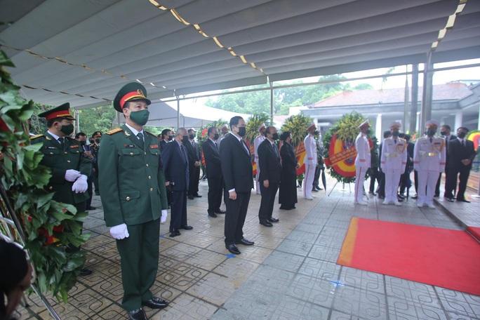 Thủ tướng Nguyễn Xuân Phúc, Chủ tịch QH Nguyễn Thị Kim Ngân viếng nguyên Tổng Bí thư Lê Khả Phiêu - Ảnh 7.