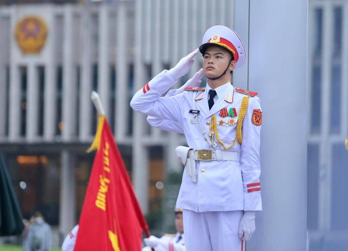 Toàn cảnh Lễ treo cờ rủ Quốc tang nguyên Tổng Bí thư Lê Khả Phiêu - Ảnh 24.