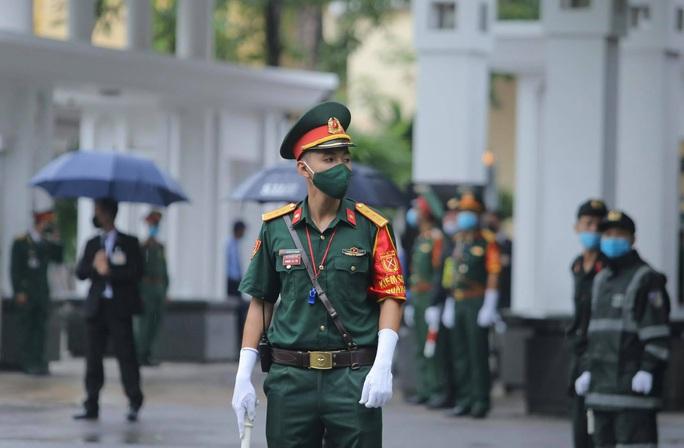 Thủ tướng Nguyễn Xuân Phúc, Chủ tịch QH Nguyễn Thị Kim Ngân viếng nguyên Tổng Bí thư Lê Khả Phiêu - Ảnh 6.