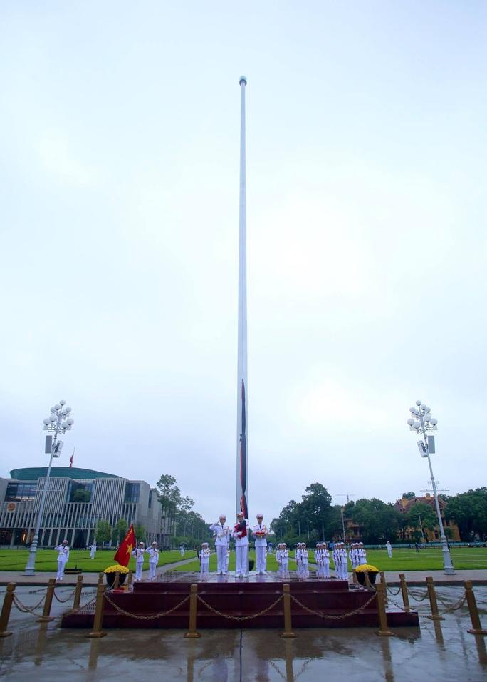 Toàn cảnh Lễ treo cờ rủ Quốc tang nguyên Tổng Bí thư Lê Khả Phiêu - Ảnh 20.