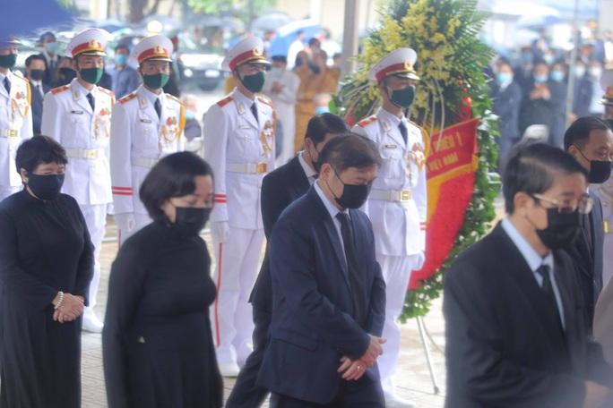 Thủ tướng Nguyễn Xuân Phúc, Chủ tịch QH Nguyễn Thị Kim Ngân viếng nguyên Tổng Bí thư Lê Khả Phiêu - Ảnh 45.