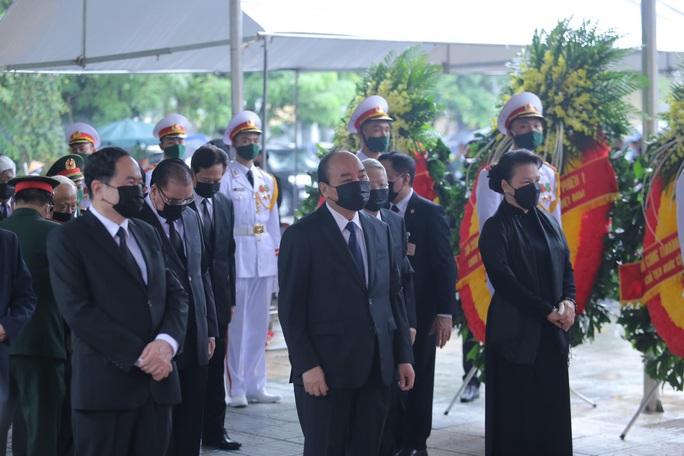 Thủ tướng Nguyễn Xuân Phúc, Chủ tịch QH Nguyễn Thị Kim Ngân viếng nguyên Tổng Bí thư Lê Khả Phiêu - Ảnh 1.