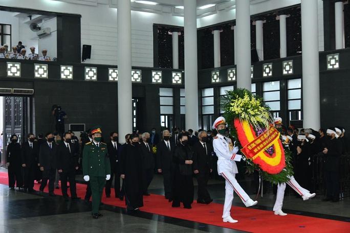 Thủ tướng Nguyễn Xuân Phúc, Chủ tịch QH Nguyễn Thị Kim Ngân viếng nguyên Tổng Bí thư Lê Khả Phiêu - Ảnh 28.