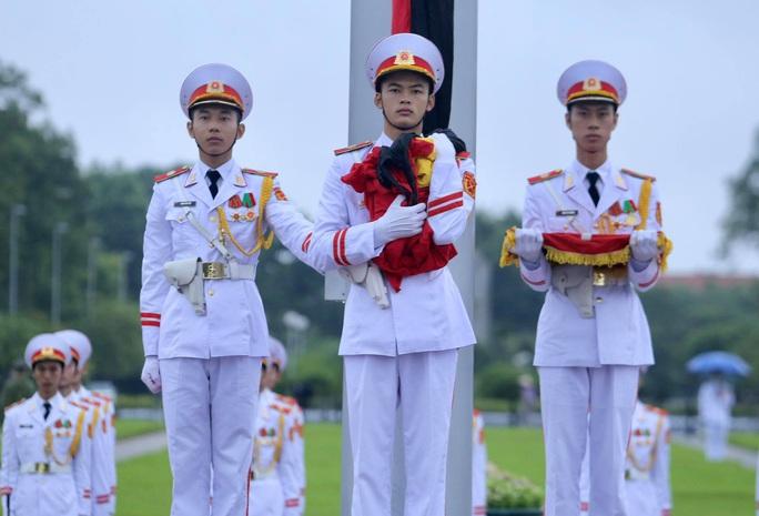 Toàn cảnh Lễ treo cờ rủ Quốc tang nguyên Tổng Bí thư Lê Khả Phiêu - Ảnh 21.