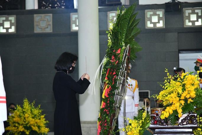 Thủ tướng Nguyễn Xuân Phúc, Chủ tịch QH Nguyễn Thị Kim Ngân viếng nguyên Tổng Bí thư Lê Khả Phiêu - Ảnh 35.