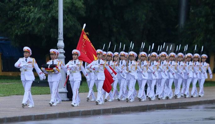 Toàn cảnh Lễ treo cờ rủ Quốc tang nguyên Tổng Bí thư Lê Khả Phiêu - Ảnh 5.