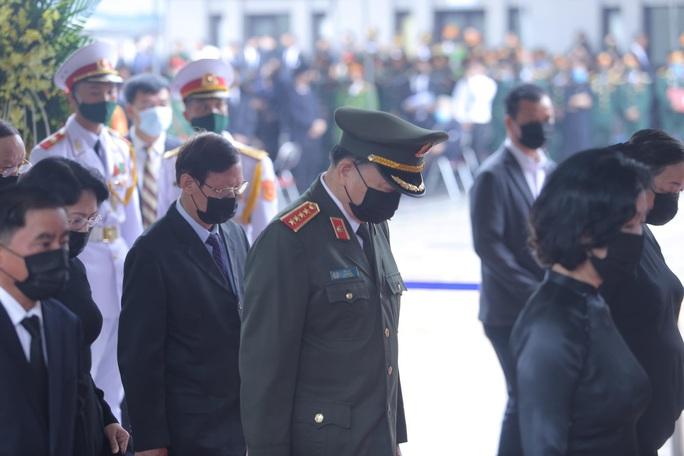 Thủ tướng Nguyễn Xuân Phúc, Chủ tịch QH Nguyễn Thị Kim Ngân viếng nguyên Tổng Bí thư Lê Khả Phiêu - Ảnh 31.