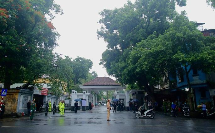 Thủ tướng Nguyễn Xuân Phúc, Chủ tịch QH Nguyễn Thị Kim Ngân viếng nguyên Tổng Bí thư Lê Khả Phiêu - Ảnh 4.