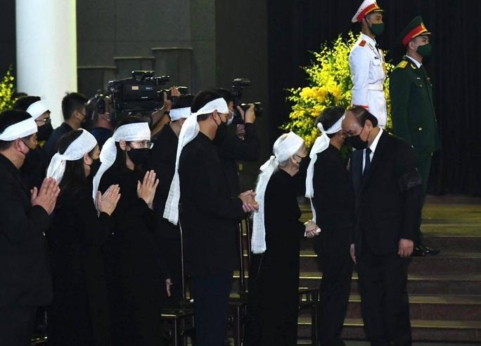 Thủ tướng Nguyễn Xuân Phúc, Chủ tịch QH Nguyễn Thị Kim Ngân viếng nguyên Tổng Bí thư Lê Khả Phiêu - Ảnh 23.