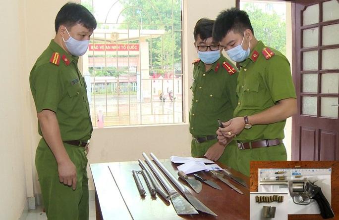 20 thanh niên hỗn chiến, nổ súng gây náo loạn biển Sầm Sơn - Ảnh 2.