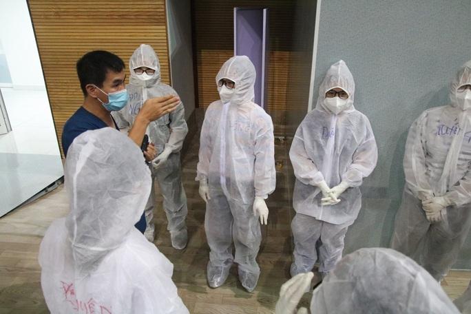 Quy trình tiếp nhận bệnh nhân Covid-19 ở Bệnh viện dã chiến Tiên Sơn ra sao? - Ảnh 2.
