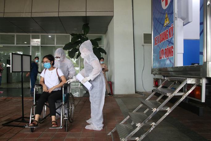 Quy trình tiếp nhận bệnh nhân Covid-19 ở Bệnh viện dã chiến Tiên Sơn ra sao? - Ảnh 6.