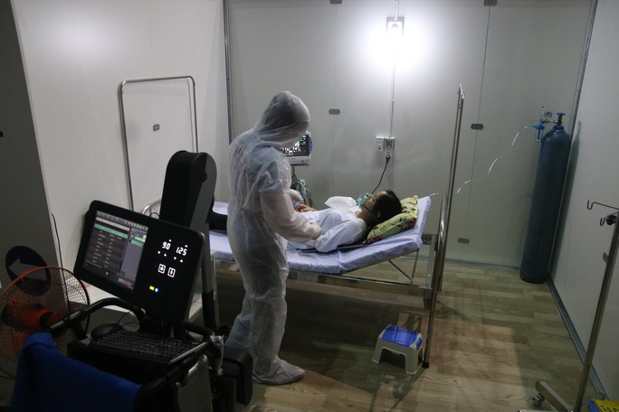Quy trình tiếp nhận bệnh nhân Covid-19 ở Bệnh viện dã chiến Tiên Sơn ra sao? - Ảnh 7.