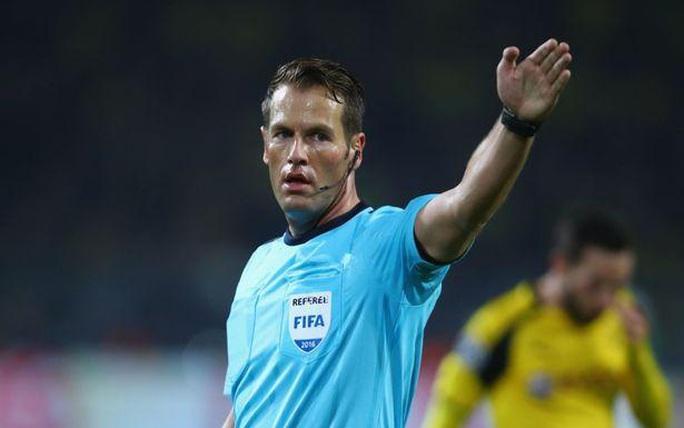 Lyon đòi thay trọng tài trận gặp Man City tại tứ kết Champions League  - Ảnh 1.