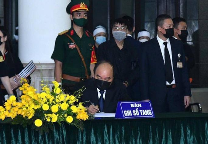 Thủ tướng, Chủ tịch Quốc hội ghi gì trong sổ tang nguyên Tổng Bí thư Lê Khả Phiêu? - Ảnh 1.