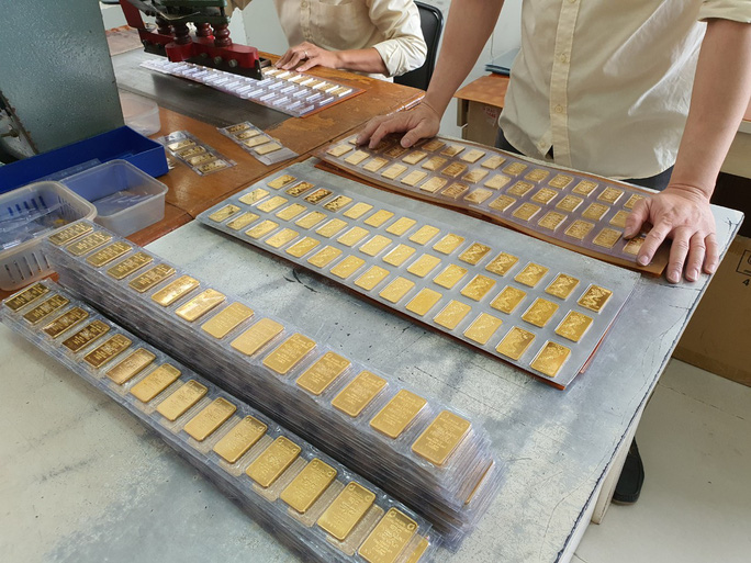 Giá vàng hôm nay 7-12: Vàng SJC cao hơn thế giới 3,7 triệu đồng/lượng - Ảnh 1.
