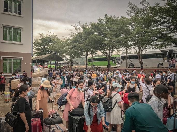 Bình Dương: 342 người từ Nhật Bản về đã hết thời gian cách ly - Ảnh 1.