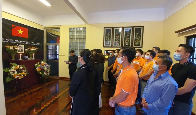 Trang trọng Lễ viếng và mở sổ tang nguyên Tổng Bí thư Lê Khả Phiêu tại nước ngoài - Ảnh 1.