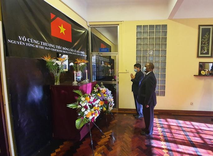 Trang trọng Lễ viếng và mở sổ tang nguyên Tổng Bí thư Lê Khả Phiêu tại nước ngoài - Ảnh 5.