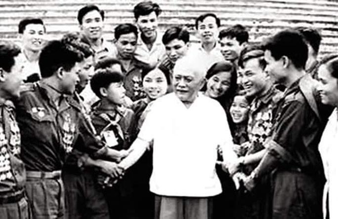 Nâng cao niềm tự hào về lãnh tụ của giai cấp công nhân Việt Nam - Ảnh 1.