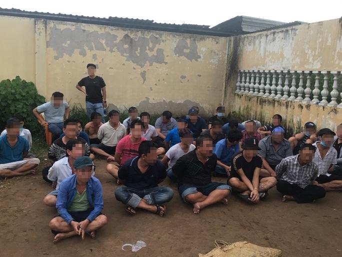 TP HCM: Bắt 39 người đánh bạc và tổ chức đánh bạc ở quận Bình Tân - Ảnh 2.