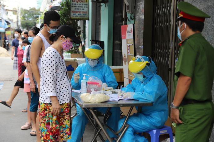 Lịch trình 14 ca Covid-19: Nhiều người có mặt tại Bệnh viện Đà Nẵng cuối tháng 7, có 1 lần xét nghiệm âm tính - Ảnh 2.