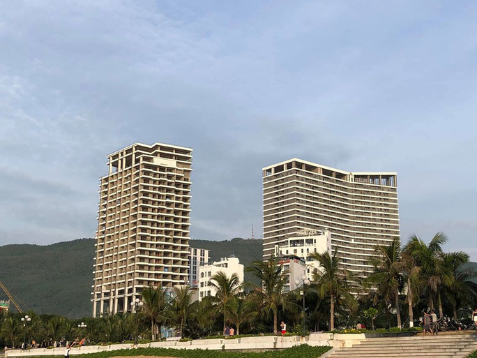 Bình Định tạm dừng cấp phép xây dựng các dự án căn hộ, biệt thự du lịch - Ảnh 1.