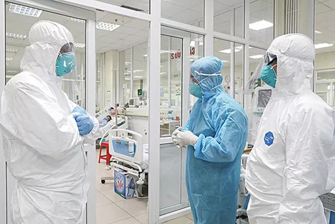 3 bệnh nhân Covid-19 điều trị ở Hà Nội rất nặng, tổn thương phổi 60 - 70% - Ảnh 1.