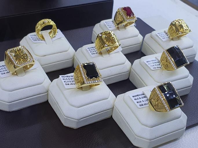 Giá vàng trang sức rẻ hơn nhiều so với vàng SJC - Ảnh 1.