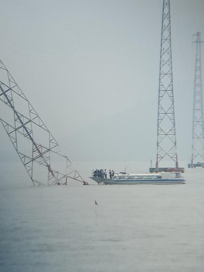 Nghi vấn tàu lớn tông nghiêng trụ điện cao thế vượt biển Tây - Ảnh 2.