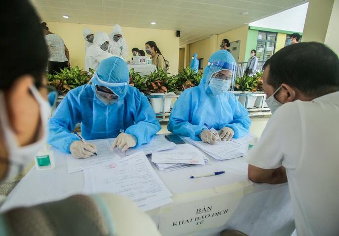 Thêm một nhân viên ngân hàng ở Hà Nội nghi mắc Covid-19 - Ảnh 1.