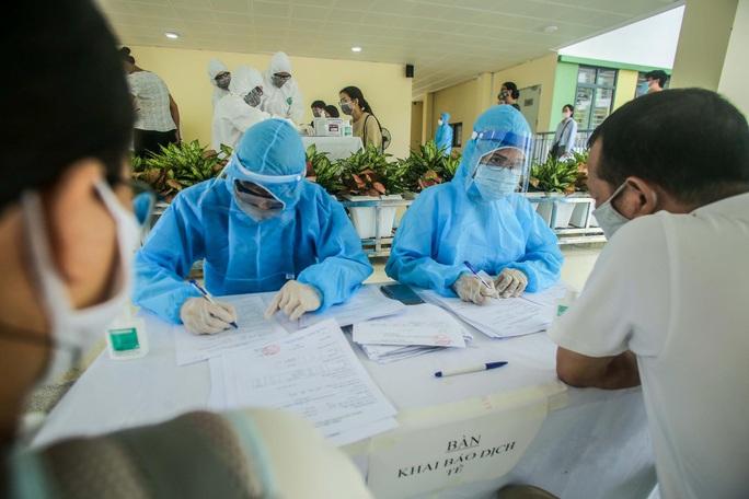 Ca bệnh Covid-19 ở Hà Nội là nhân viên ngân hàng, có tiếp xúc nhiều người - Ảnh 2.