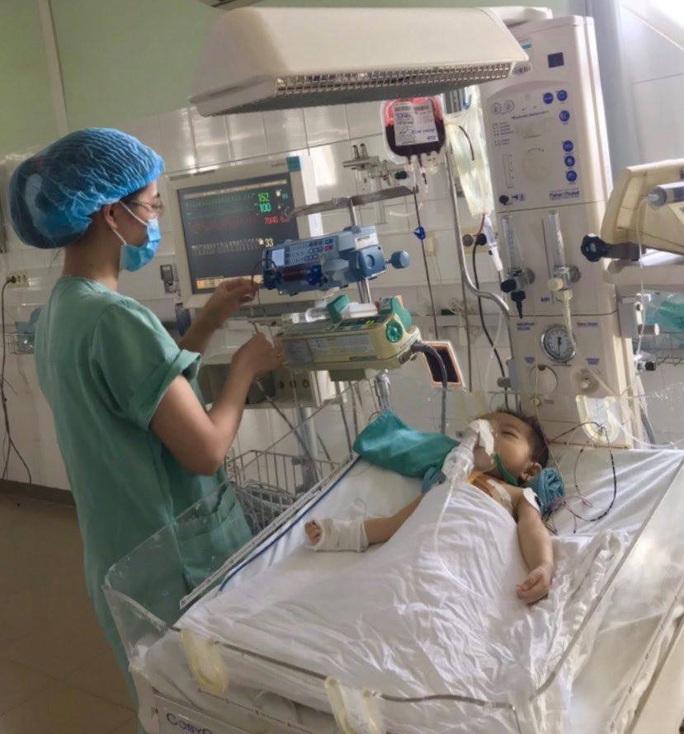 Huế: Lần đầu áp dụng phương pháp phẫu thuật Hybrid trong điều trị bệnh tim bẩm sinh  - Ảnh 1.