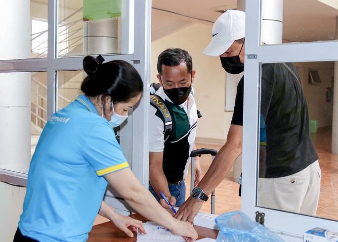 U22 Việt Nam tự nhốt ở phòng trong 24 giờ tới để chờ kết quả xét nghiệm Covid-19 - Ảnh 5.