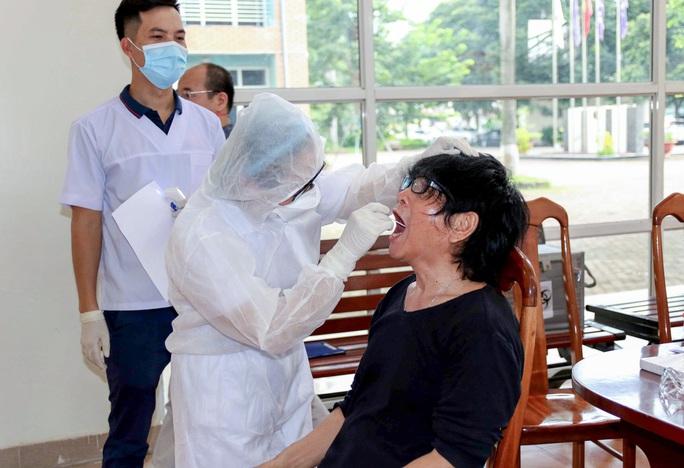 U22 Việt Nam tự nhốt ở phòng trong 24 giờ tới để chờ kết quả xét nghiệm Covid-19 - Ảnh 10.