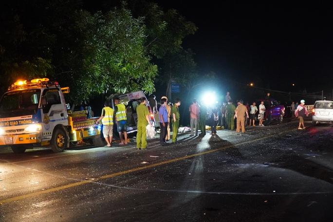 Khởi tố tài xế giao xe cho phụ lái gây tai nạn thảm khốc làm 8 người chết tại Bình Thuận - Ảnh 1.